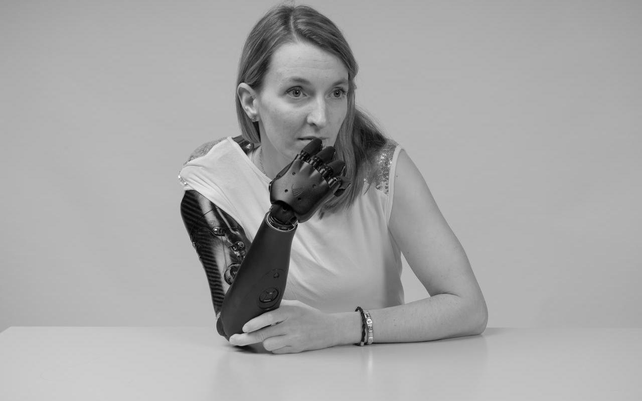 Dynamic Arm, portet uit de fotoserie Medical engineering van Aristidis Schnelzer.