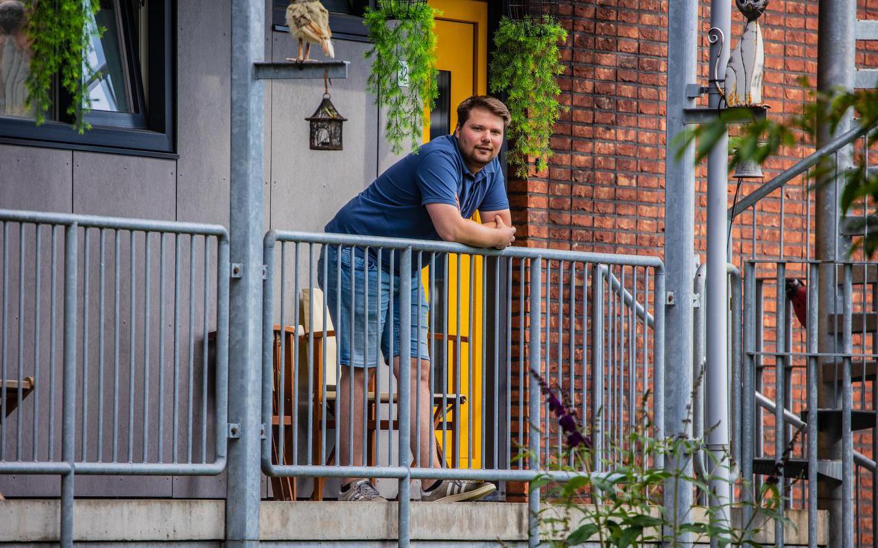 Starter op de woningmarkt Jeroen de Haan (26) voor zijn huurhuis in Sneek.