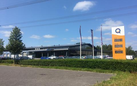 Het bedrijfspand van AutoSchat in Burgum.