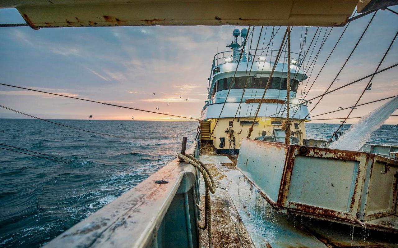 Een viskotter op de Noordzee.