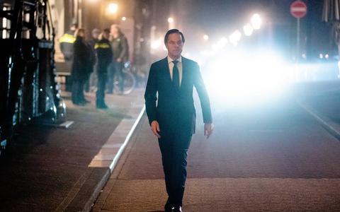 Niet alleen het draagvlak voor het kabinetsbeleid is aan het afkalven, ook de onaantastbaarheid van Rutte begint scheurtjes te vertonen.