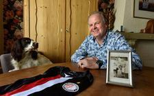 Wiebren Kerkhof met zijn sportsouvenir en zijn speciale allstar-shirt.