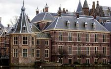 """,,Den Haag zich meer verdiepen in wat er speelt in de verschillende regio's"""", aldus Caspar van den Berg, hoogleraar bestuurskunde aan de Campus Fryslân van de RUG en lid van de ROB."""