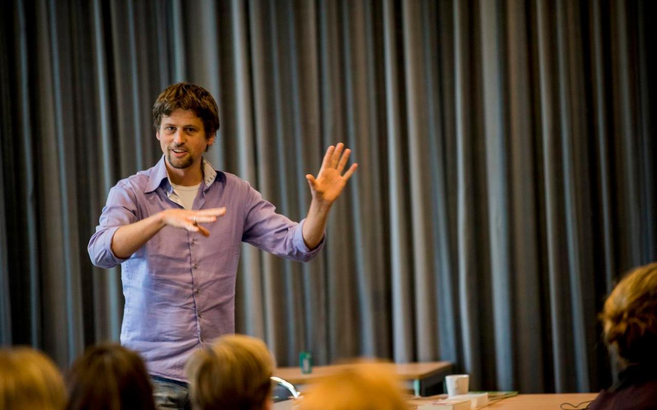 Alfred Slomp in 2017 op de Vrouwenconferentie in Lunteren. In zijn nieuwe boek roept hij de lezers op op te staan voor een duurzaam leven.