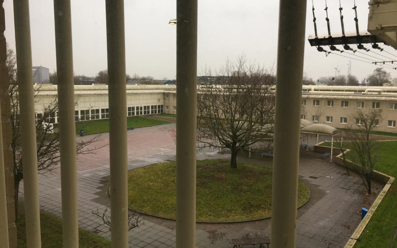 De penitentiaire inrichting Leeuwarden is nog hermetischer gesloten sinds de coronamaatregelen.