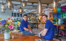 Henk en Hendrik Breimer in hun nieuwe vestiging in Sneek.