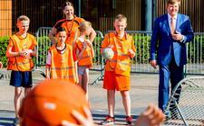 Koning Willem-Alexander viert dit jaar zijn verjaardag op 27 april in Amersfoort. Een kleine twee weken vóór Koningsdag vinden op 12 april de Koningsspelen plaats.
