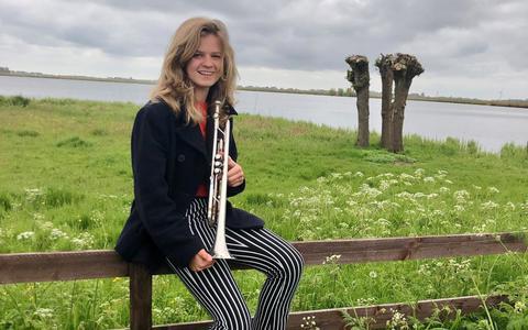 Wietske Baarda in Sandfirden, waar ze op 4 mei speelde bij de dodenherdenking.