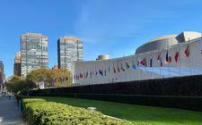 Het gebouw van de Verenigde Naties in New York. Veel landen betalen hun contributies niet op tijd zodat de organisatie in financiël problemen komt.