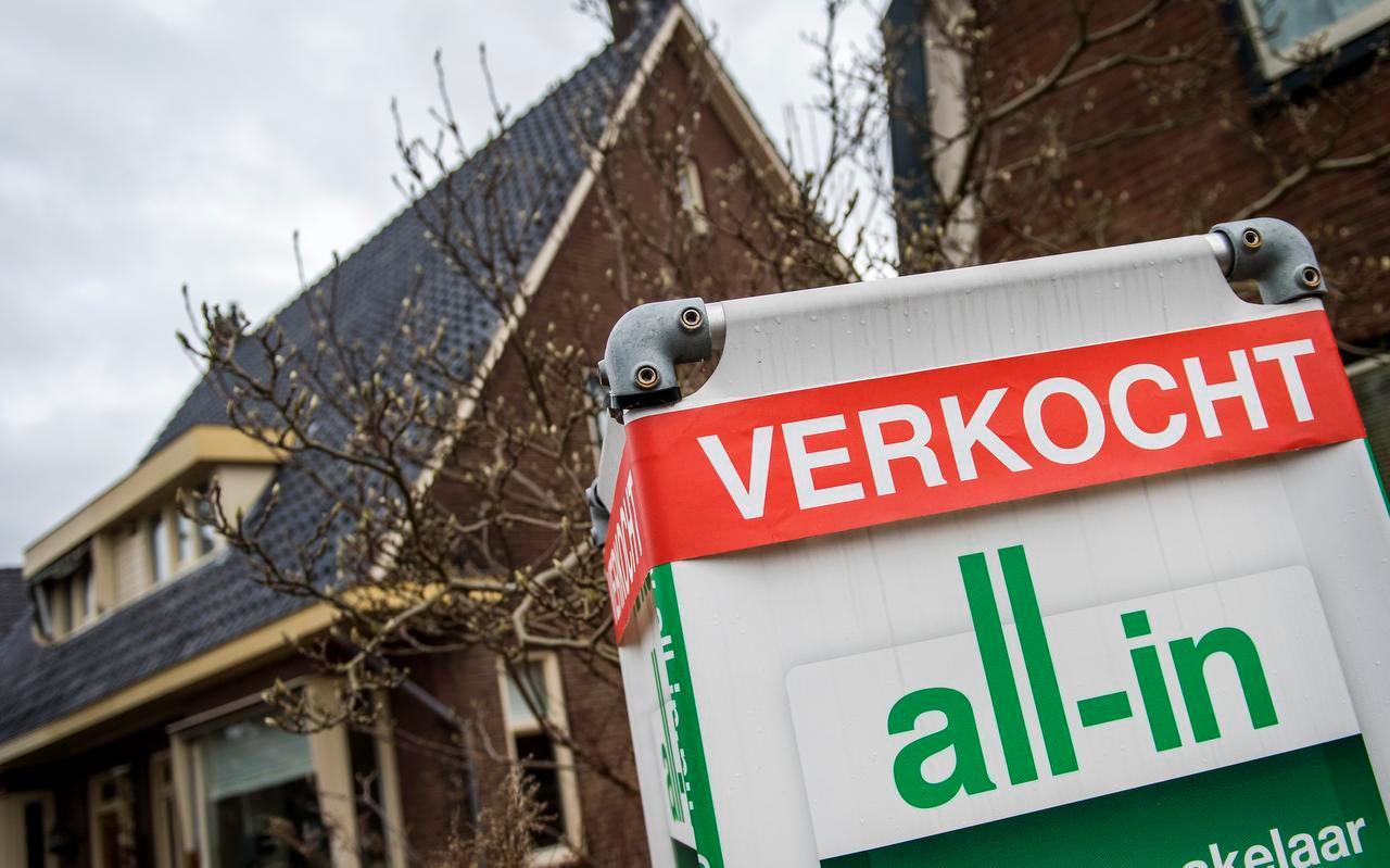Voor een woning in Nederland die vorig jaar werd verkocht, werd gemiddeld 334.000 euro betaald. Dat is 40.000 meer dan in 2019.