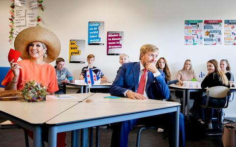 Koning Willem-Alexander en koningin Máxima woonden twee weken geleden een les Fries bij aan osg Singelland in Drachten.