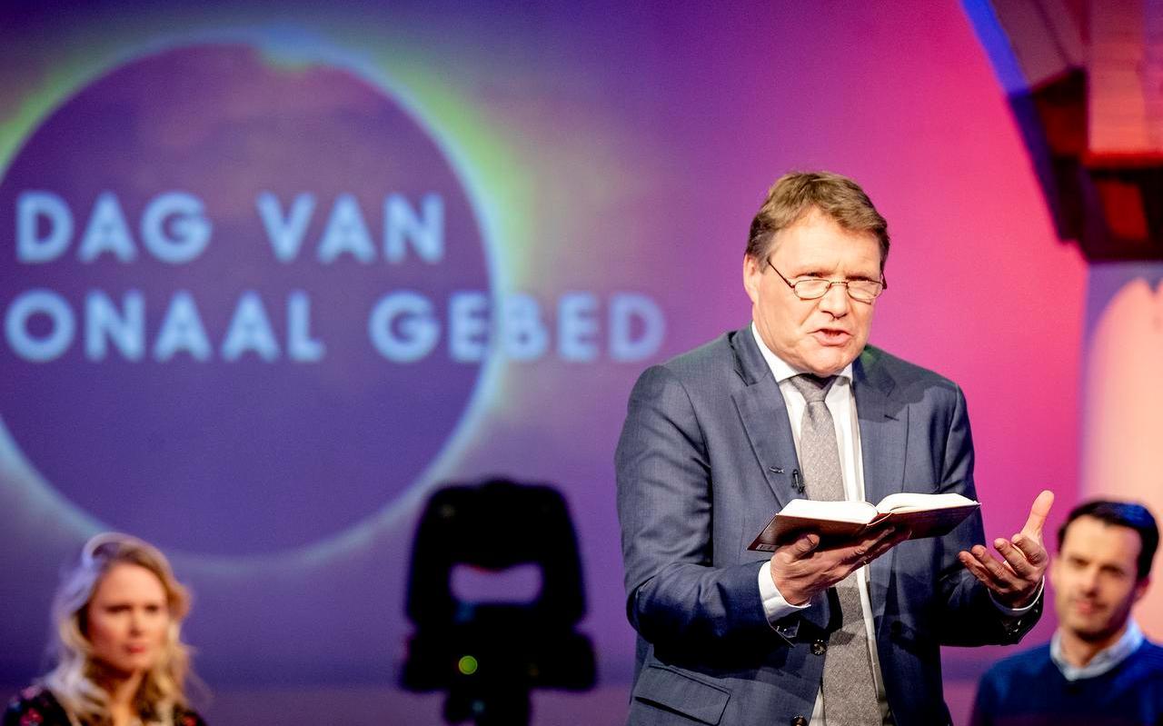 Predikant René de Reuver tijdens het live gebed op de Dag van het Nationaal Gebed.