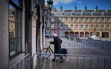 Informateur Tjeenk Willink gisteren op het Binnenhof.