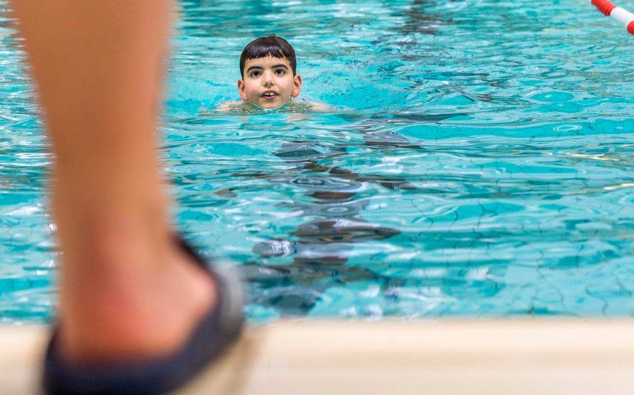 Na ongeveer drie maanden stilte kunnen de zwemscholen weer los met lessen aan kinderen onder de twaalf jaar. De vreugde in de zwembranche is dan ook groot.