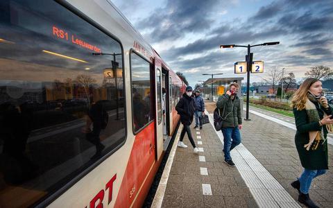 Gisteren was het de eerste werkdag met de sneltreinstop in Feanwâlden.