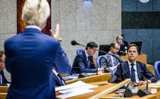 Geert Wilders (PVV) spreektkijkt premier Mark Rutte aan tijdens zijn bijdrage aan de Algemene Politieke Beschouwingen, het debat na de troonrede op Prinsjesdag.