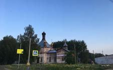 Er is te weinig geld om de vervallen kerk in Polozovo op te knappen.