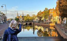 De binnenstad van Sneek is in mei bij wijze van proef enkele dagen beter te bereiken voor boten van maximaal anderhalve meter hoogte.