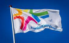 De vertrekpremie die vertrekkend financieel directeur Jaska de Bakker van FrieslandCampina kreeg, is conform de regels.