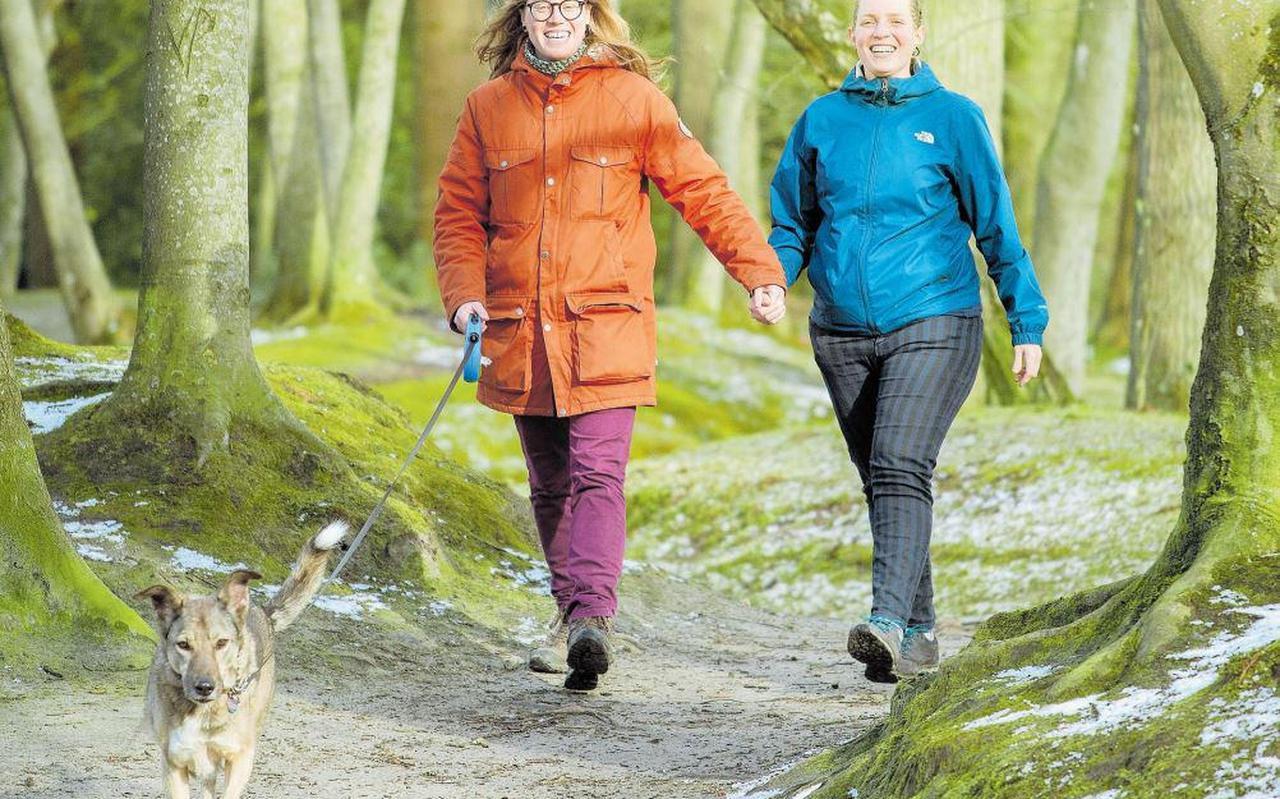 Weer of geen weer, iedere dag trekken Joyce Westerink en José de Jaeger de wandelschoenen aan.
