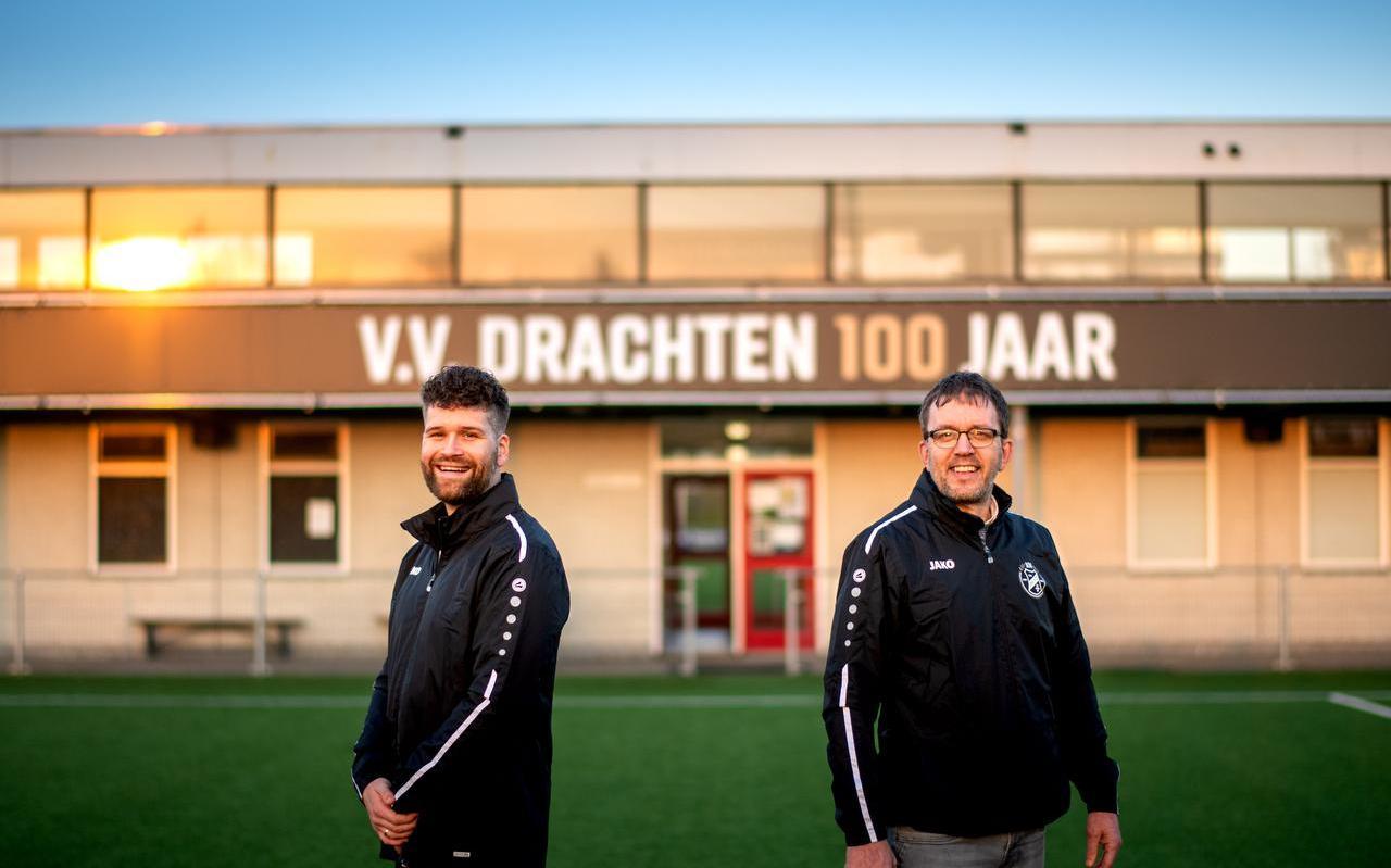 Sander Veenstra en Durk Meijer staan stil bij het honderdjarig bestaan van vv Drachten.