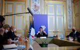 De Franse president Emmanuel Macron (m) tijdens de Climate Ambition Summit van vorig jaar. Dit jaar zal hij online aanwezig zijn.