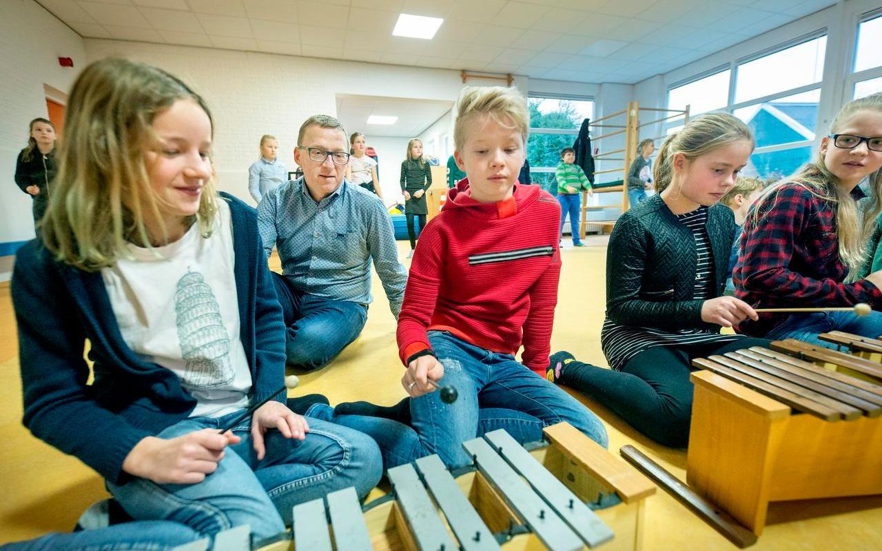 Muziekactiviteit in de klas in Ferwert.