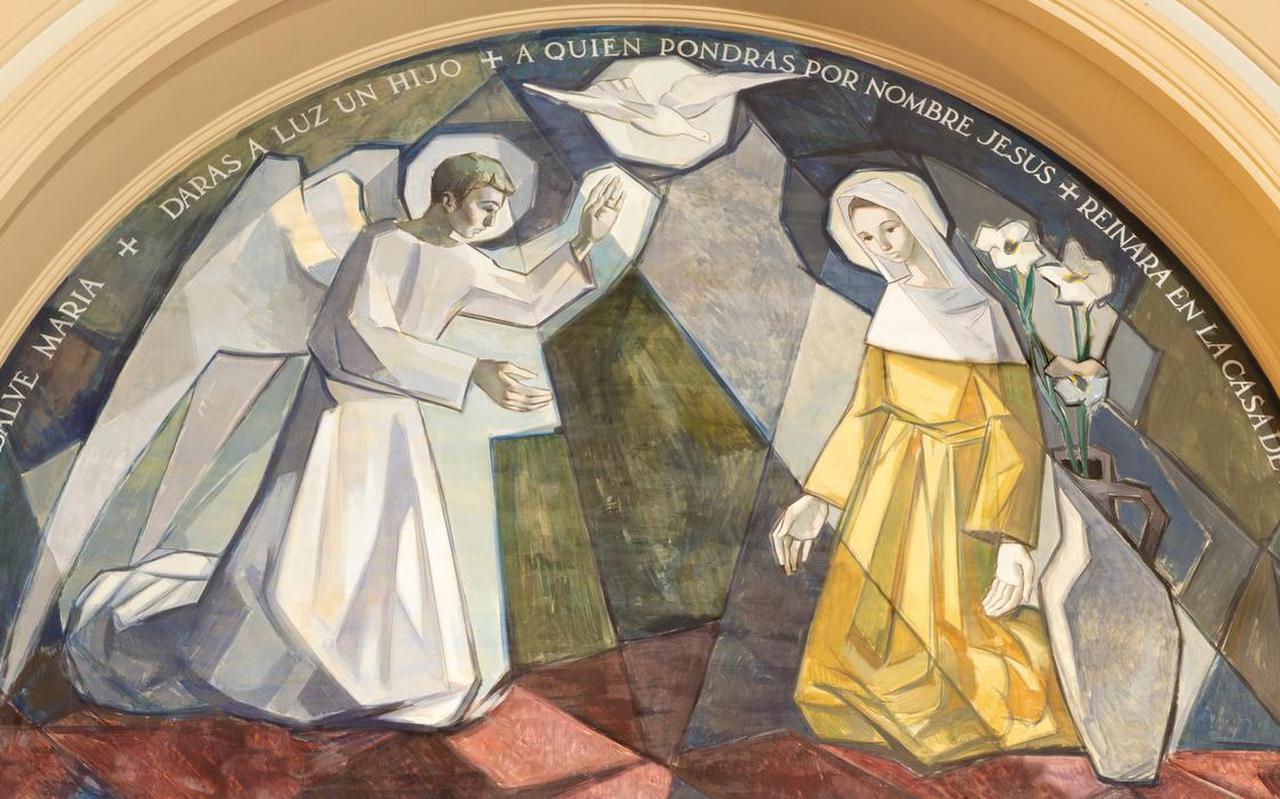 Een fresco uit 1966 in een kerk in Barcelona van de aankondiging door de engel Gabriël van de geboorte van de Messias, gemaakt door Fidel Trias Pages en Raimon Roca.