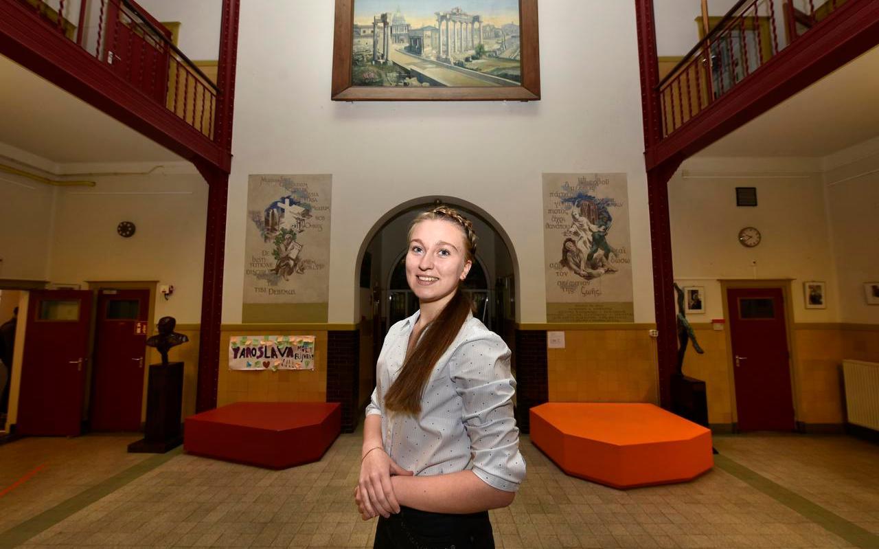 Yaroslava Tymts in de hal van het Beyers Naudé in Leeuwarden. Ze heeft een Friese jongerenafdeling van de ChristenUnie opgericht.