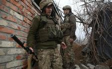 Oekraïense militairen in de frontline op de grens met de afvallige deelrepubliek Donetsk. Pro-Russische separatisten vechten er sinds de annexatie van de Krim door Rusland in 2014 tegen het leger van Oekraïne.