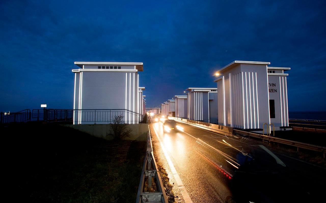 De werkzaamheden aan de Afsluitdijk zijn niet in 2022, maar in 2025 klaar.