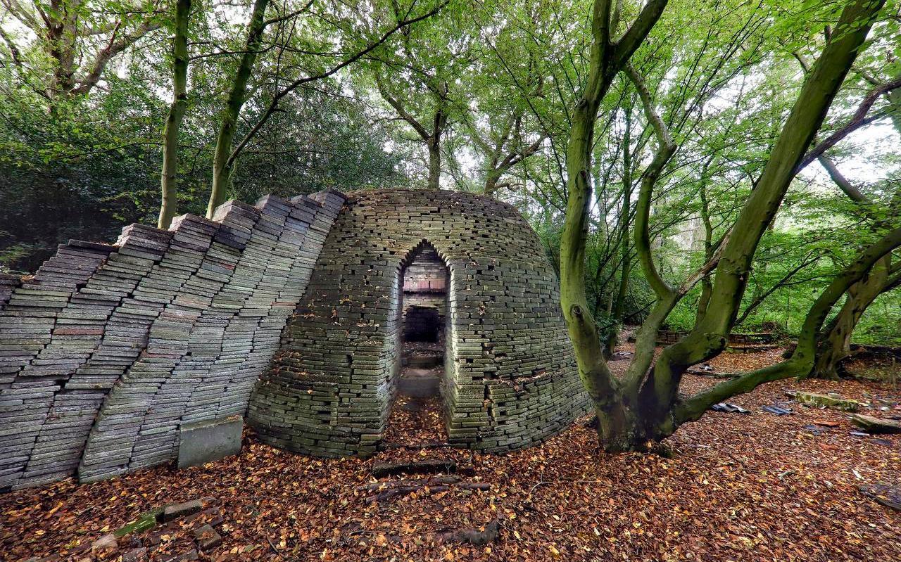 De ecokathedraal van Le Roy in Mildam. Door stenen te stapelen krijgt nieuwe natuur een kans.