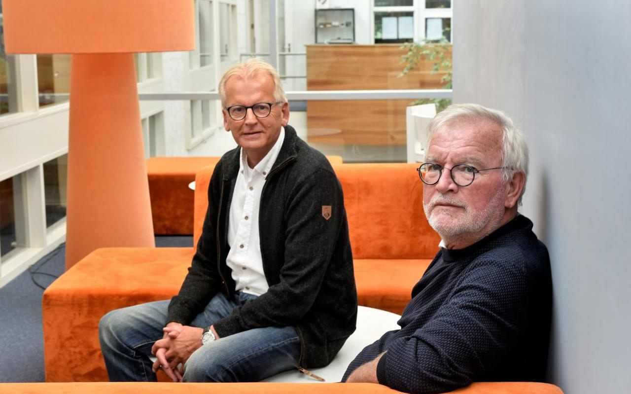 Willem Reitsma (links) en Pyt Sybesma nemen afscheid van het Friese basisonderwijs.