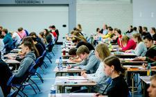 Het aantal scholieren dat vroegtijdig is gestopt met de opleiding neemt in heel Fryslân toe.
