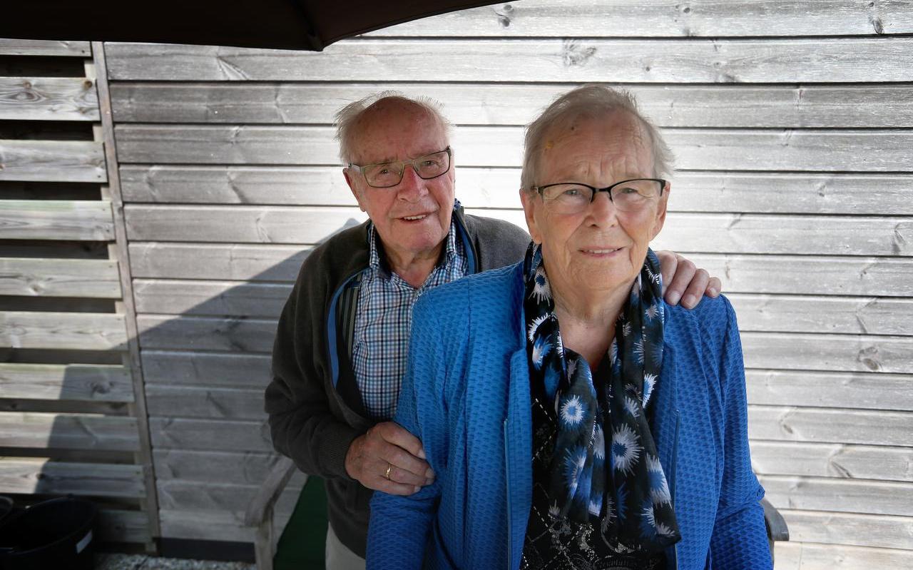 Symon en Jantsje Hofman-Vis vieren maandag hun zeventigjarig huwelijksjubileum.  Foto: Catrinus van der Veen