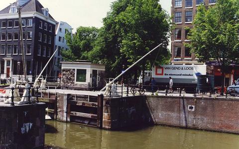 Een vrachtwagen van Van Gend & Loos in Amsterdam in 1988. Het bedrijf ging in 2003 op in DHL.