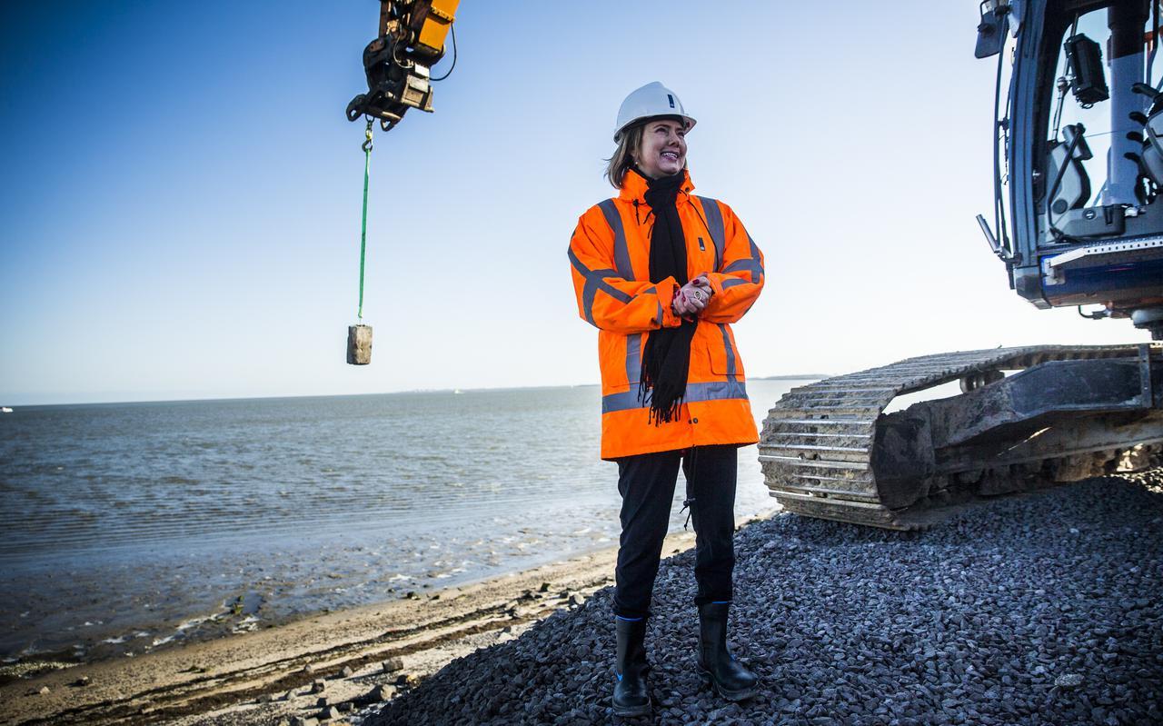 Minister Cora van Nieuwenhuizen van Infrastructuur en Waterstaat heeft in Brussel voor de vliegindustrie gepleit voor het beperken van consumentenrechten zonder dat de Kamer dat wist