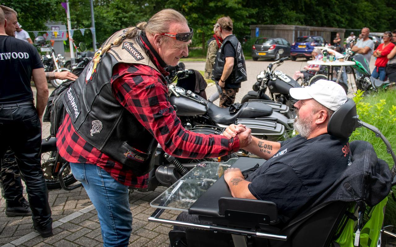 Willem Hof krijgt bezoek van motorvrienden in verpleeghuis Ikenhiem.