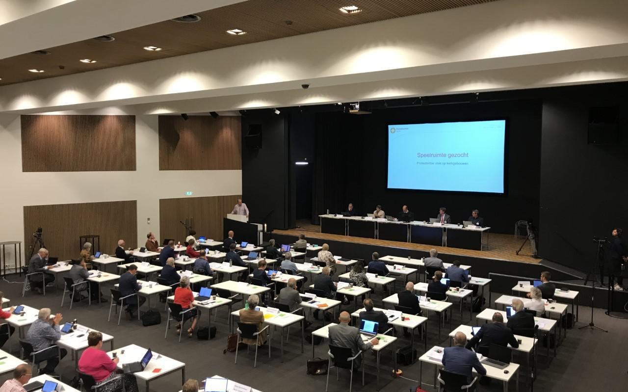 De synodevergadering in Lunteren van afgelopen zaterdag, tijdens de bespreking van het rapport over kerkgebouwen.