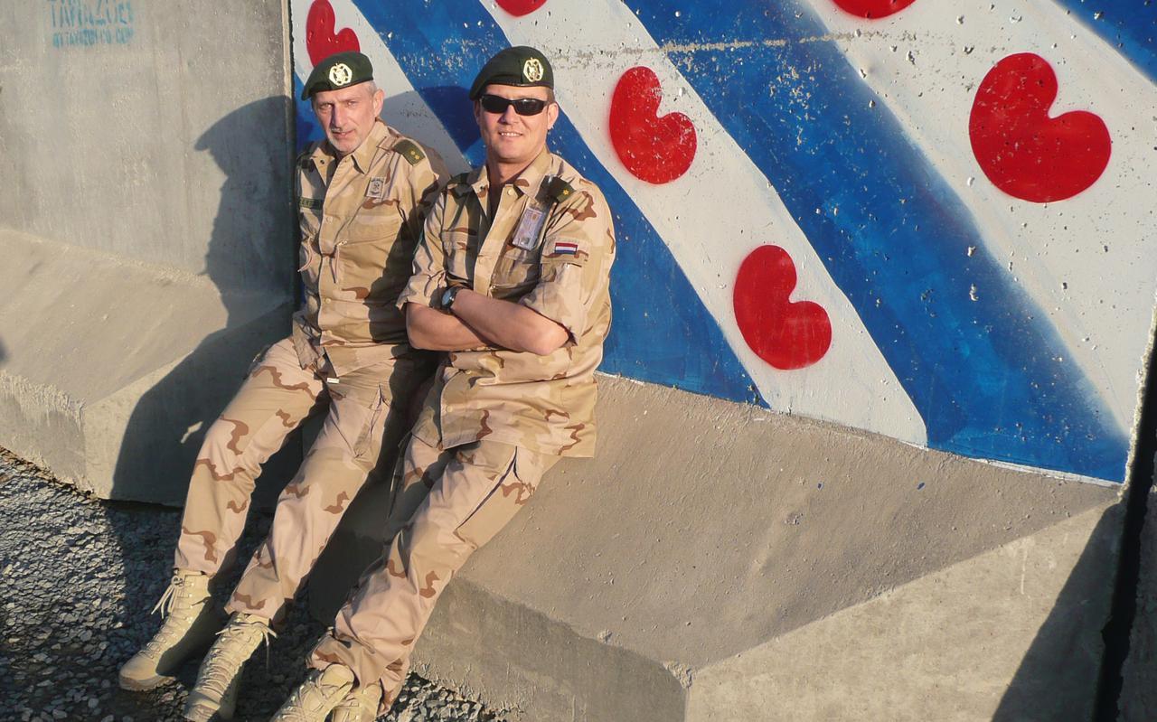 Henk Folkertsma en Arnold Bloemsma tijdens één van hun missies in Afghanistan.