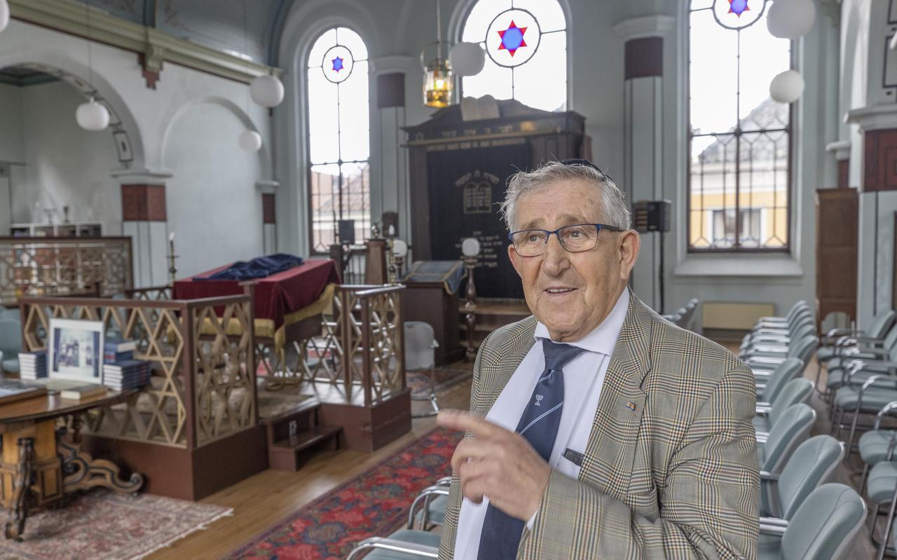 Fred Senator, sleutelbewaarder van de synagoge.