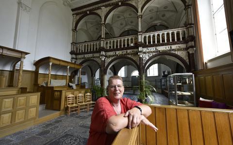 Nicollete Vlaming  in de kerk van Easterein.