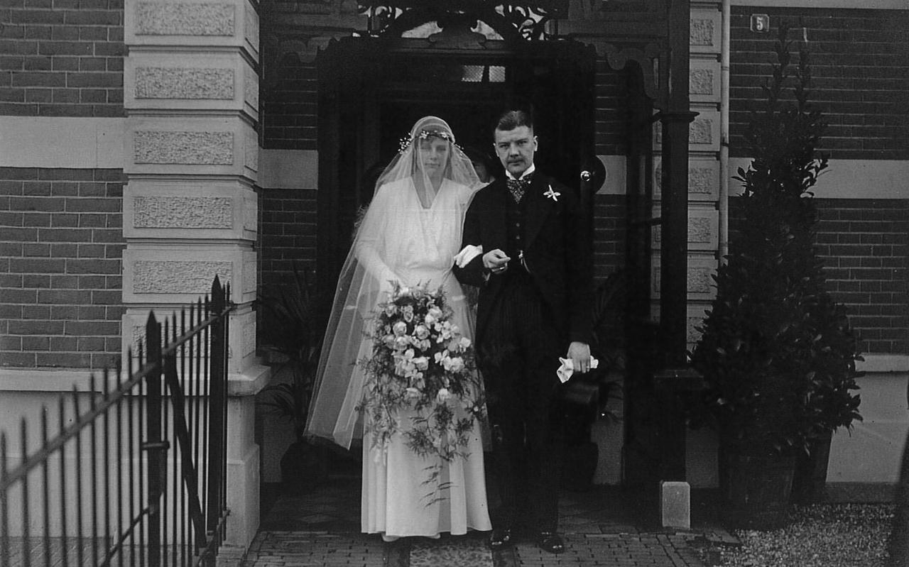 Sybrand Marinus van Haersma Buma en Marca van Heloma op hun trouwdag op 24 april 1931.