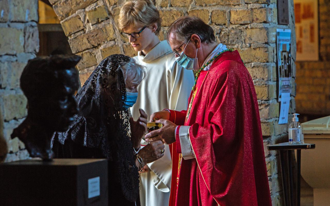 Bisschop Ron van den Hout tijdens de Bonifatiusdag in Dokkum 2021.