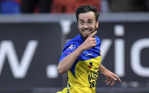 Michael Breij viert zijn goal tegen Heracles. Hij zorgde voor de 1-0.