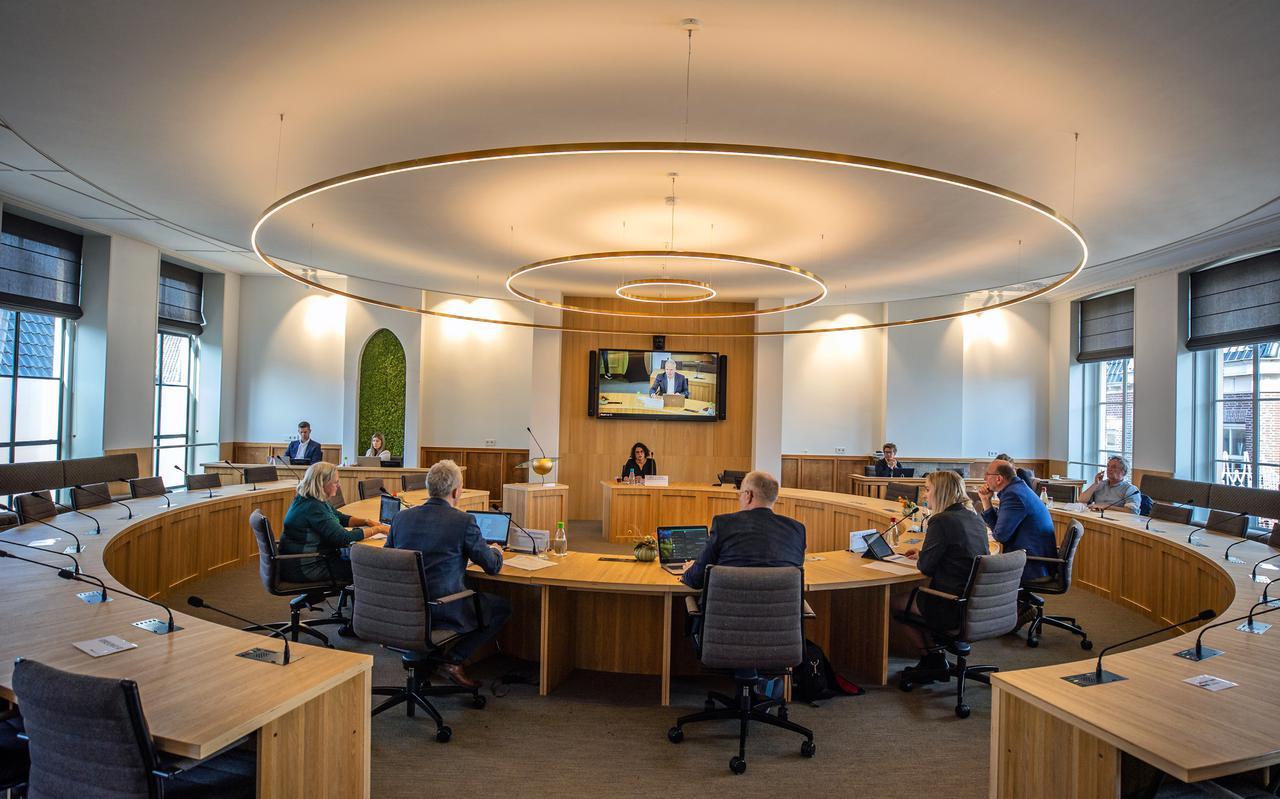 De enquêtecommissie Empatec van de gemeenteraad van Súdwest-Fryslân ondervraagt ambtenaar Jessy Cijntje.