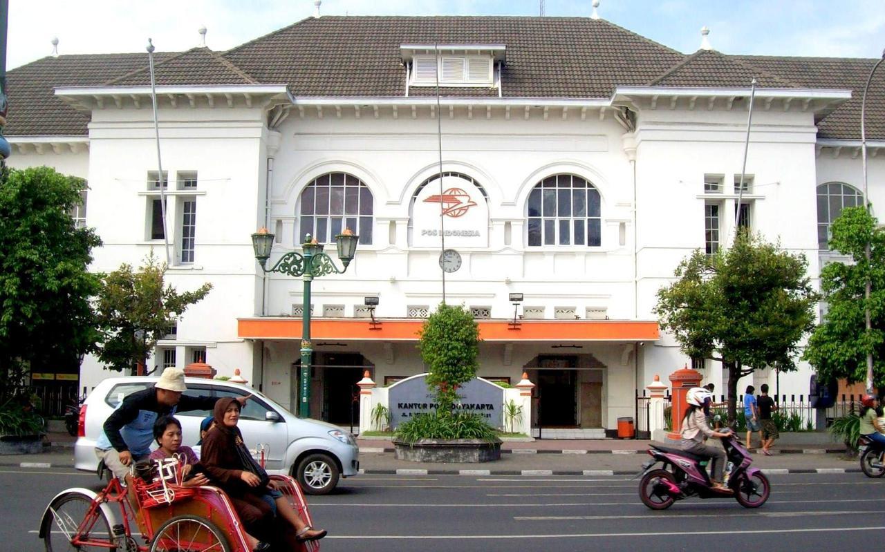 Het grote postkantoor in Yogyakarta.