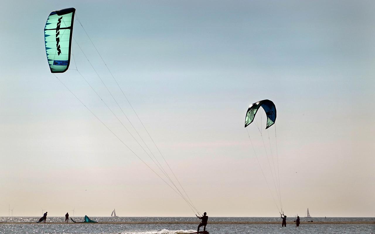 Kitesurfers bij It Soal in Workum.