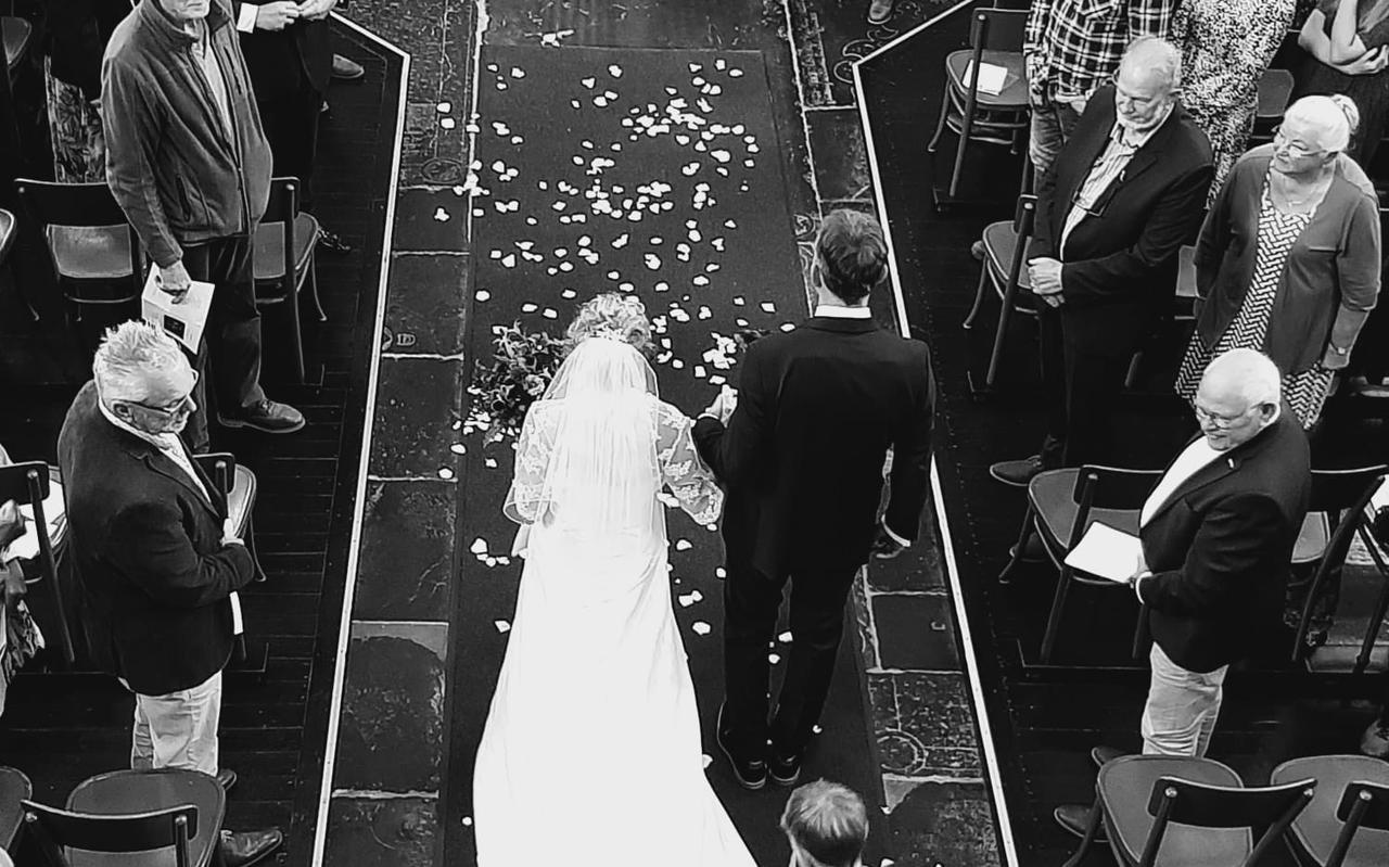 Het bruidspaar Coby van der Meer en Teunard van der Linden.