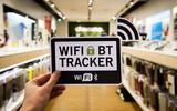 Waarschuwingsbordje voor de wifi-tracker in een winkel.